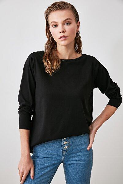 TRENDYOLMİLLA Siyah Kayık Yaka Basic Örme T-Shirt TWOAW21TS0111