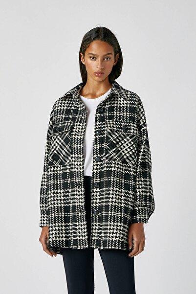 Pull & Bear Kadın Beyaz/Siyah Kareli İnce Ceket 09710345