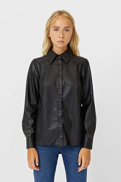 Stradivarius Kadın Siyah Deri Efektli Gömlek 06047577