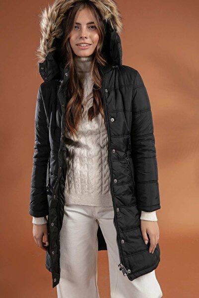 Y-London Kadın Siyah Kapşonu Kürklü Uzun Şişme Kaban Mont 5081