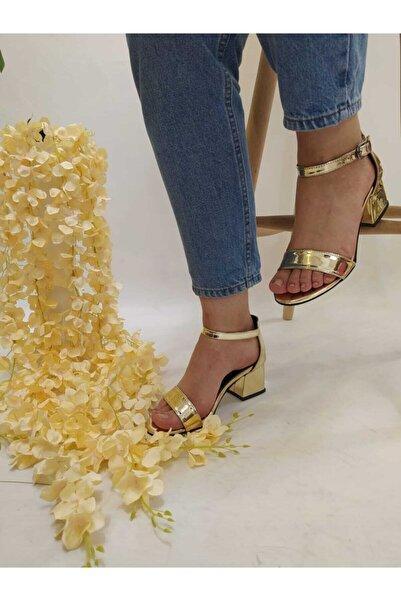 Bella Kadın Sarı Dore Ayna Tek Bant Alçak Topuk Ayakkabı