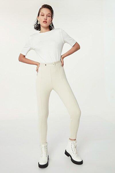 Twist Kadın Ekru Düğme Aksesuarlı Pantolon TW6200003177