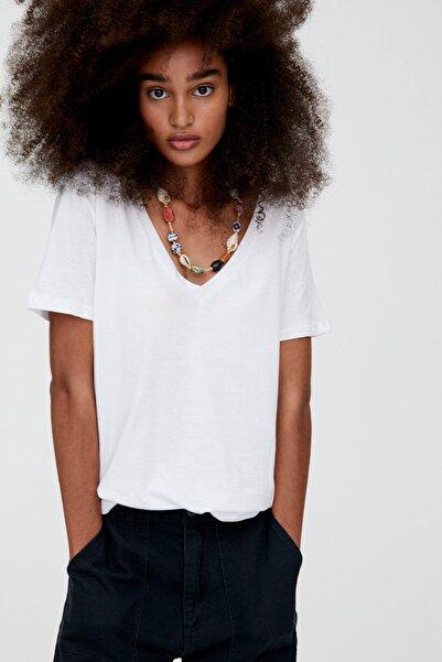 Pull & Bear Kadın Beyaz V Yaka Pamuklu T-Shirt 05234358