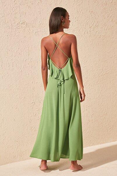 TRENDYOLMİLLA Yeşil Sırt Detaylı Viskon Plaj Elbisesi TBESS19WY0004