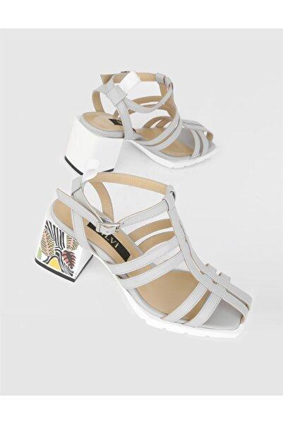 İLVİ Kadın Gri Hakiki Deri Topuklu Sandalet