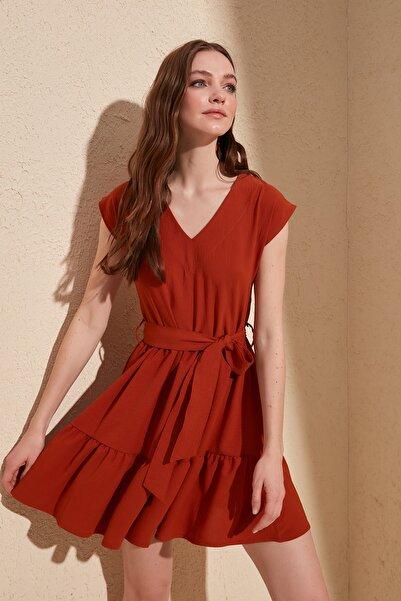 TRENDYOLMİLLA Kiremit Kuşaklı Elbise TWOSS20EL0628