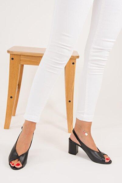 Fox Shoes Siyah Kadın Topuklu Ayakkabı F643221009