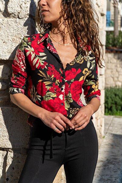 Güneşkızı Kadın Sıyah-Kırmızı Çiçekli Gömlek GK-BST2711