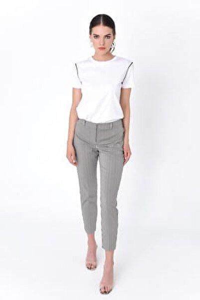 Kadın Siyah Beyaz Çizgili Dar Paça Pantolon HN2050