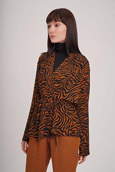 Mizalle Kadın Safran Zebra Desenli Bluz  19KGMZL1012021