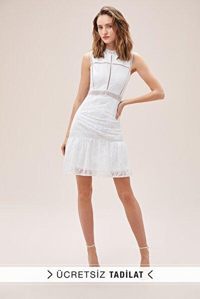 Oleg Cassini Kadın Beyaz Dantel İşlemeli Askılı Yüksek Yaka Kısa Nikah Elbisesi WBM1721