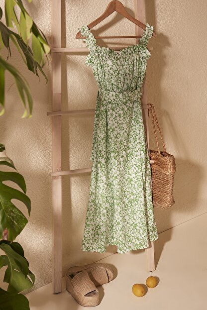 TRENDYOLMİLLA Yeşil Kemerli Büzgü Detaylı Desenli Elbise TWOSS20EL2260