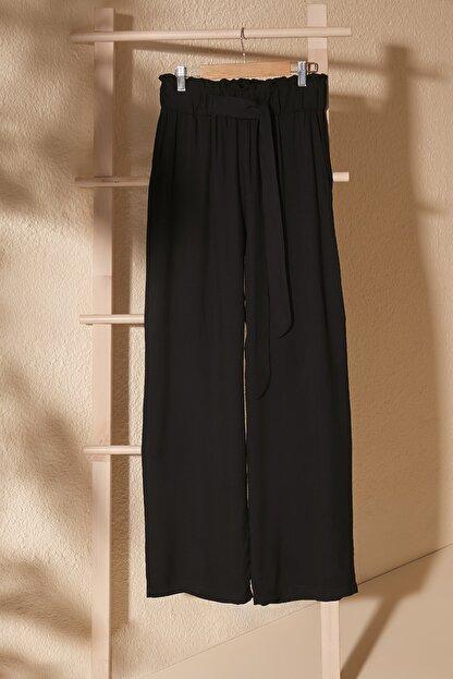 TRENDYOLMİLLA Siyah Bağlama Detaylı Pantolon TWOSS20PL0448