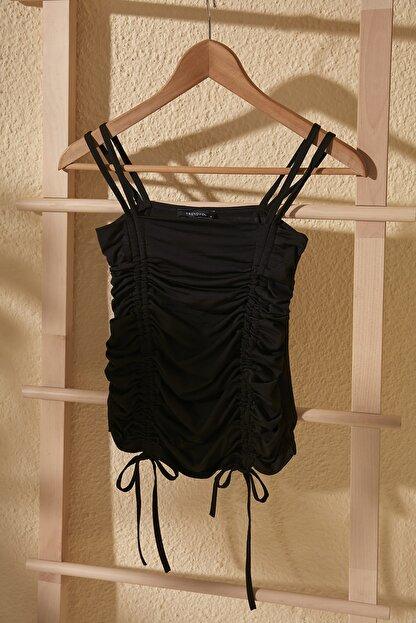 TRENDYOLMİLLA Siyah Yandan Büzgülü Örme Bluz TWOSS20BZ0787
