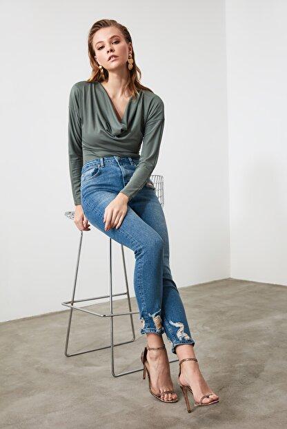 TRENDYOLMİLLA Mavi Paça Detaylı Yüksek Bel Slim Fit Jeans TWOAW21JE0067