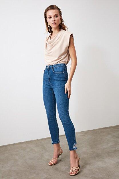 TRENDYOLMİLLA Mavi Paça Detaylı Yüksek Bel Slim Fit Jeans TWOAW21JE0221
