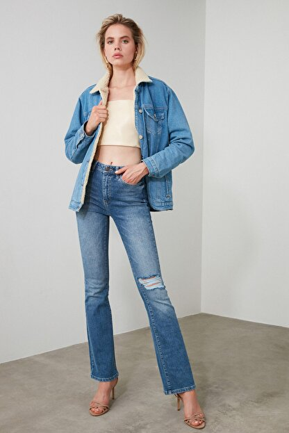 TRENDYOLMİLLA Mavi Yırtık Detaylı Yüksek Bel Flare Jeans TWOAW21JE0085