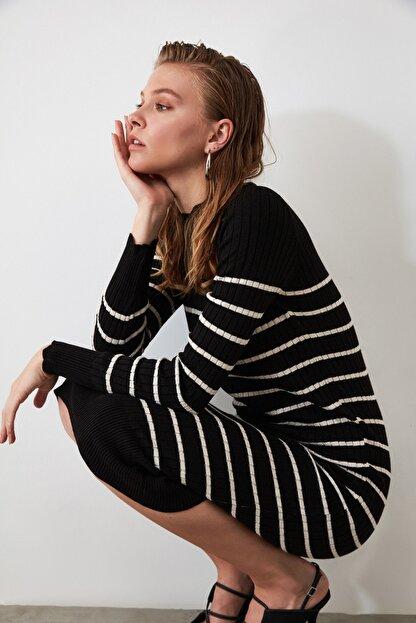 TRENDYOLMİLLA Siyah Çizgili Triko Elbise TWOAW21EL0416