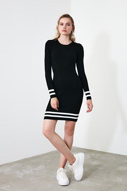 TRENDYOLMİLLA Siyah Etek Ucu Çizgili Triko Elbise TWOAW20EL1274