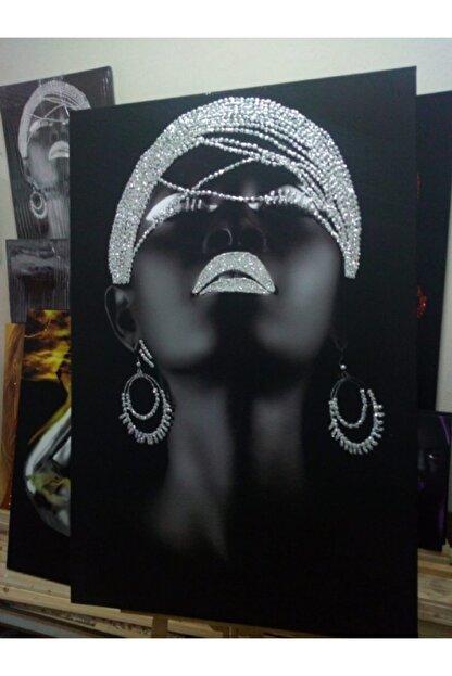 Simli Kanvas Gümüş Sim İşlemeli Küpeli Siyahi Kadın Kanvas Tablo Sml043