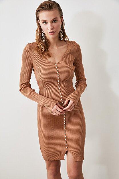 TRENDYOLMİLLA Camel İnci Detaylı Triko Elbise TWOAW21EL0267