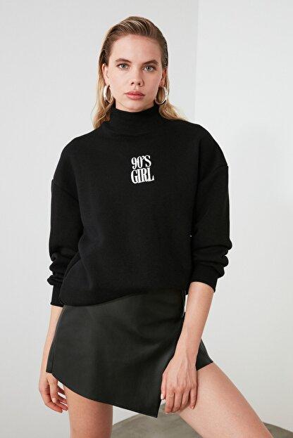 TRENDYOLMİLLA Siyah Nakışlı Basic Örme Sweatshirt TWOAW21SW0019