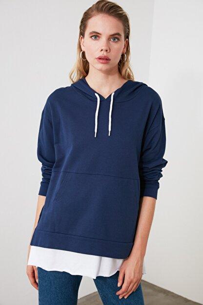 TRENDYOLMİLLA Mavi Kapüşonlu Basic Örme Sweatshirt TWOAW20SW0382