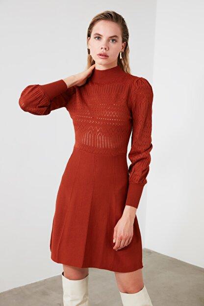 TRENDYOLMİLLA Kiremit Örgü Detaylı Triko Elbise TWOAW21EL0036