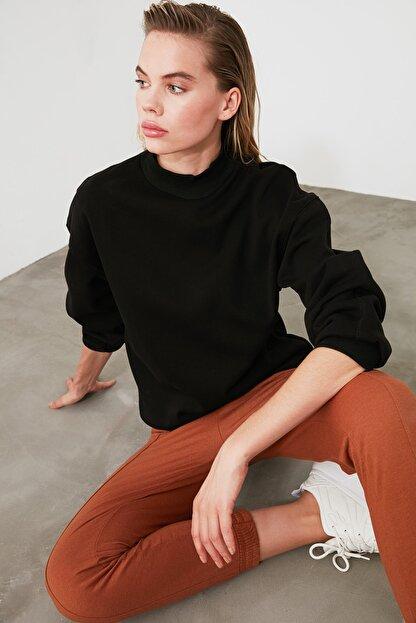 TRENDYOLMİLLA Siyah Dik Yaka Loose Örme Sweatshirt TWOAW20SW0584