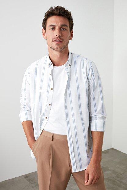 TRENDYOL MAN Beyaz Erkek Düğmeli Yaka İnce Çizgili Slim Fit Gömlek TMNSS20GO0092