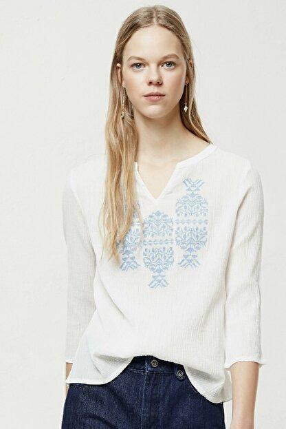 Yargıcı Kadın Kırık Beyaz Nakış Detaylı Bluz 0YKGM6109X