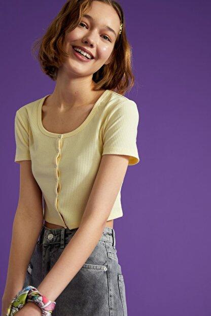 Defacto Kadın Ekru Kare Yaka Düğme Detaylı Kısa Kollu Crop T Shirt