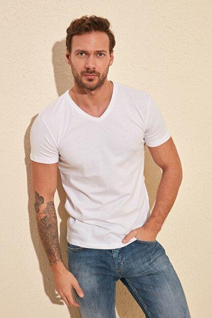TRENDYOL MAN Beyaz Basic Erkek Slim Fit V Yaka Kısa Kollu T-Shirt TMNSS19BO0002