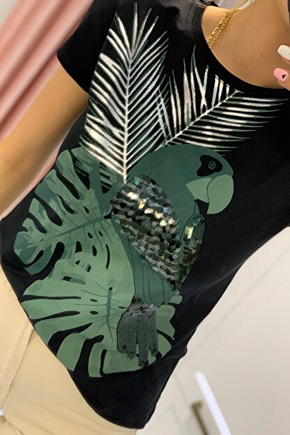 FURKAN EXCLUSIVE Kadın Siyah Papağan Figürlü Pul Işlemeli Pamuk Tişört