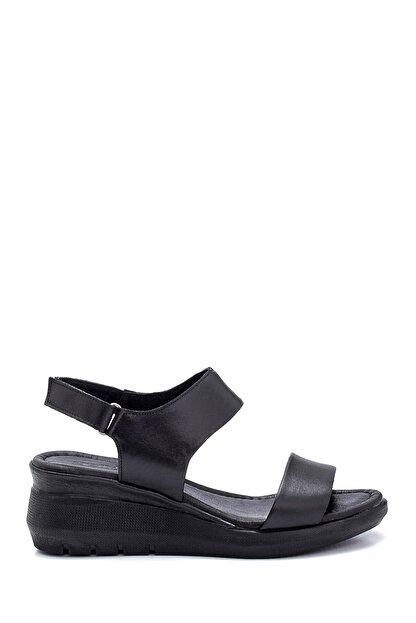 Derimod Kadın Siyah Deri Kalın Tabanlı Sandalet