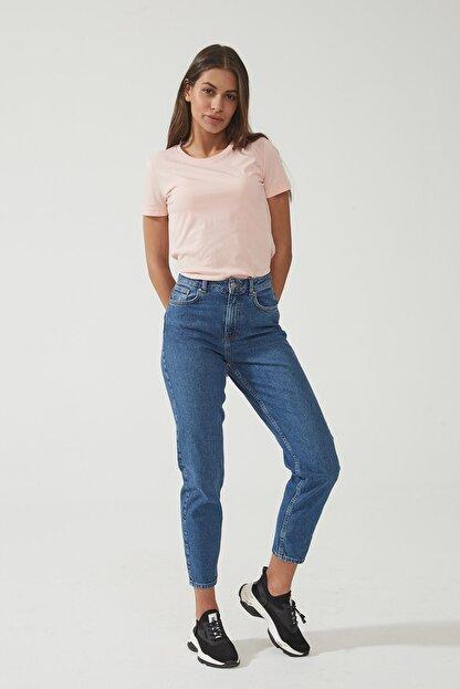 CROSS JEANS Kadın Ariana Orta Mavi  Yüksel Bel Mom Jeans Pat Fermuarlı Pantolon C 4525-008 C 4525-008