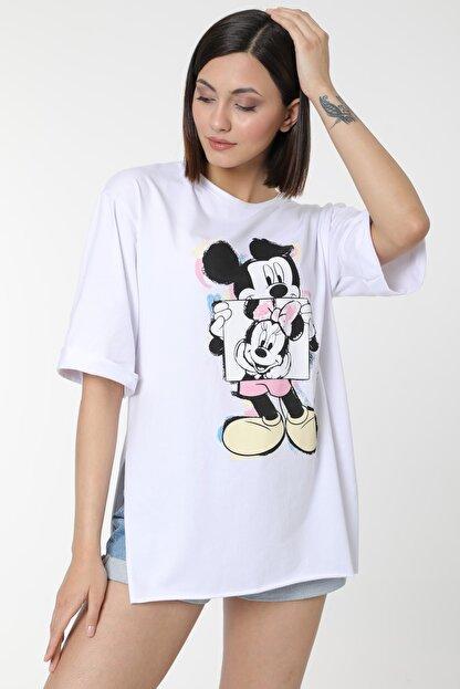 MD trend Kadın Beyaz Mickey Baskılı Yırtmaçlı Pamuklu Basic T-shirt
