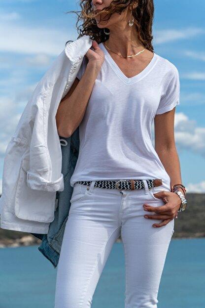 Güneşkızı Kadın Beyaz V Yaka Yarasa Kol Basic T-shirt