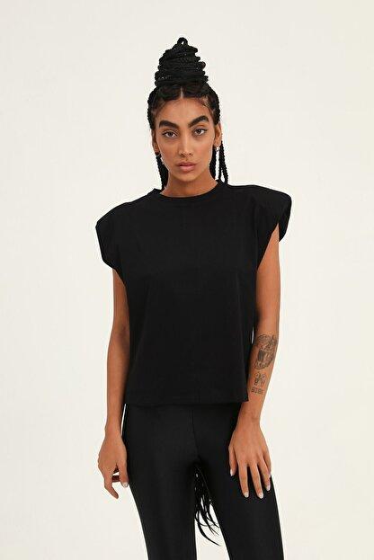 Quzu Kadın Siyah Vatkalı Kolsuz Basic Tişört
