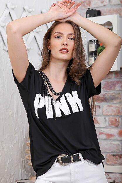 Chiccy Kadın Siyah V Yaka Pınk Baskılı Zincir Detaylı T-Shirt M10010300TS98280