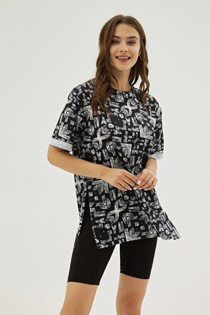 Pattaya Kadın Siyah Desenli Yırtmaçlı Oversize Kısa Kollu Tişört P21s201-2121
