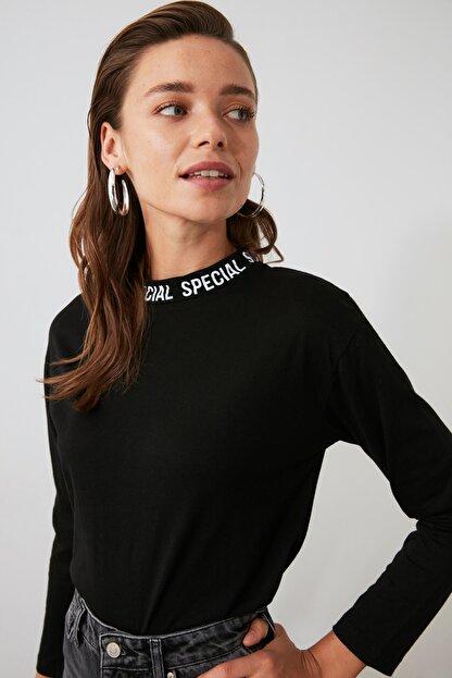 TRENDYOLMİLLA Siyah Yakası Baskılı Basic Uzun Kol Örme T-shirt TWOAW20TS0230