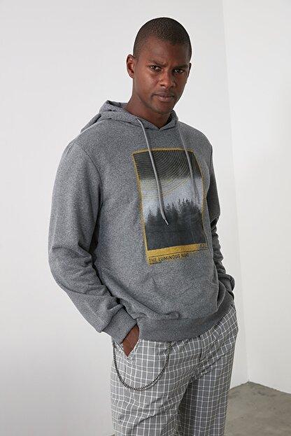TRENDYOL MAN Antrasit Erkek Baskılı Kapüşonlu Regular Sweatshirt TMNAW21SW0519
