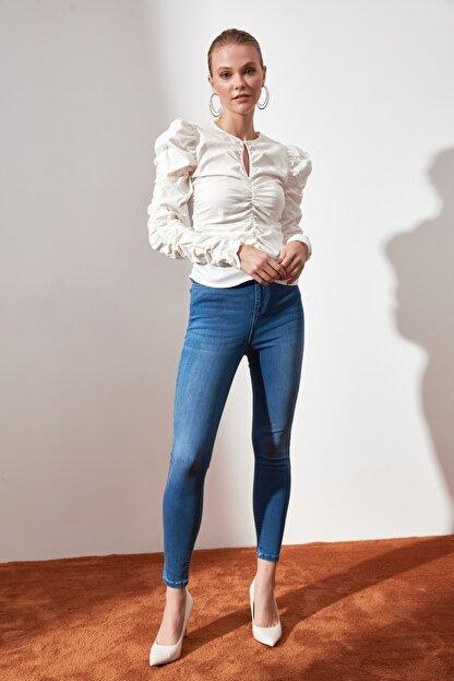 TRENDYOLMİLLA Beyaz Büzgülü Bluz TWOAW21BZ0722
