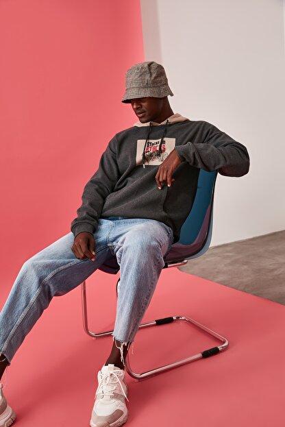 TRENDYOL MAN Antrasit Erkek Lisanslı Oversize Sweatshirt