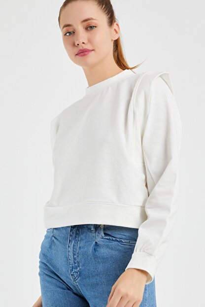 OFLEE Kadın Beyaz Omuzları Detaylı Kısa Sweatshirt
