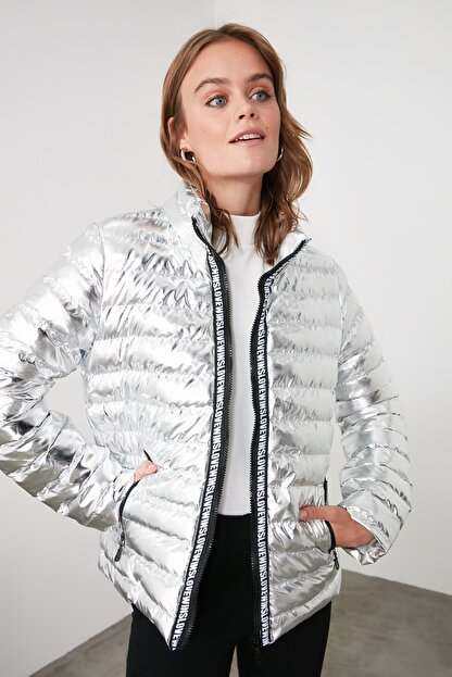 TRENDYOLMİLLA Gümüş Parlak Şişme Mont TWOAW20MO0034