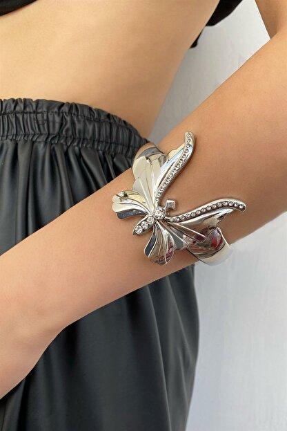 Takıştır Kadın Gümüş Renk Kelebek Figürlü Kelepçe