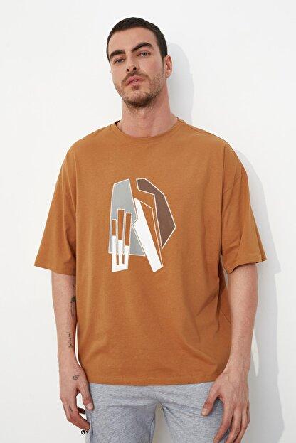 TRENDYOL MAN Camel Erkek Kısa Kollu Oversize Fit Baskılı T-Shirt TMNSS21TS1075