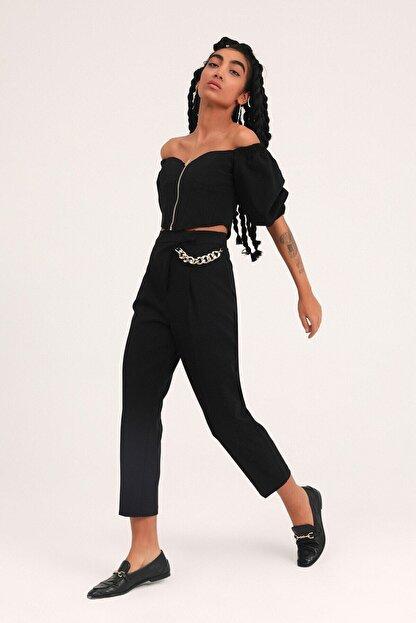 Quzu Kadın  Siyah Zincir Aksesuarlı Yüksel Bel Pantolon